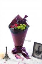 荷蘭/紐西蘭馬蹄蘭 + 荷蘭老鼠尾 + 新加坡乒乓菊 +11枝玫瑰 + 繡球 + 襯葉