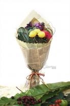 11枝玫瑰+紫羅蘭+ 新鮮檸檬+葉牡丹 + 襯葉