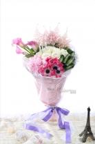 荷蘭/紐西蘭馬蹄蘭 + 荷蘭粉雪 + 荷蘭蒙羅麗莎+11枝玫瑰 + 繡球 + 襯葉