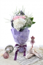 荷蘭BB草+11枝玫瑰 +繡球+ 蕾絲花 +襯葉