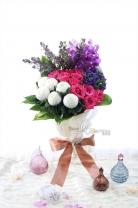 新加坡乒乓菊+荷蘭蒙羅麗莎 + 荷蘭麝香 + 台灣胡姬蘭+11枝玫瑰 +襯葉