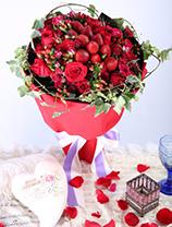 新鮮士多啤梨+11枝玫瑰+小玫瑰+紅豆+長春藤