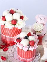 新加坡乒乓菊 + 新鮮士多啤梨及提子 + 玫瑰+  可愛公仔(3禮盒裝)