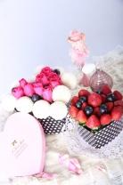 新加坡乒乓菊 + 新鮮士多啤梨及提子 + 玫瑰(2禮盒裝)