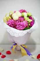 荷蘭牡丹 + 新加坡乒乓菊 + 繡球 + 桔梗 + 襯葉